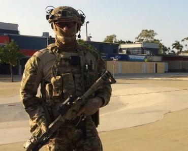 Aus-Commandos-standing